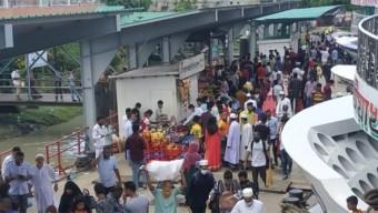 পটুয়াখালী লঞ্চঘাটে মানুষের ঢল