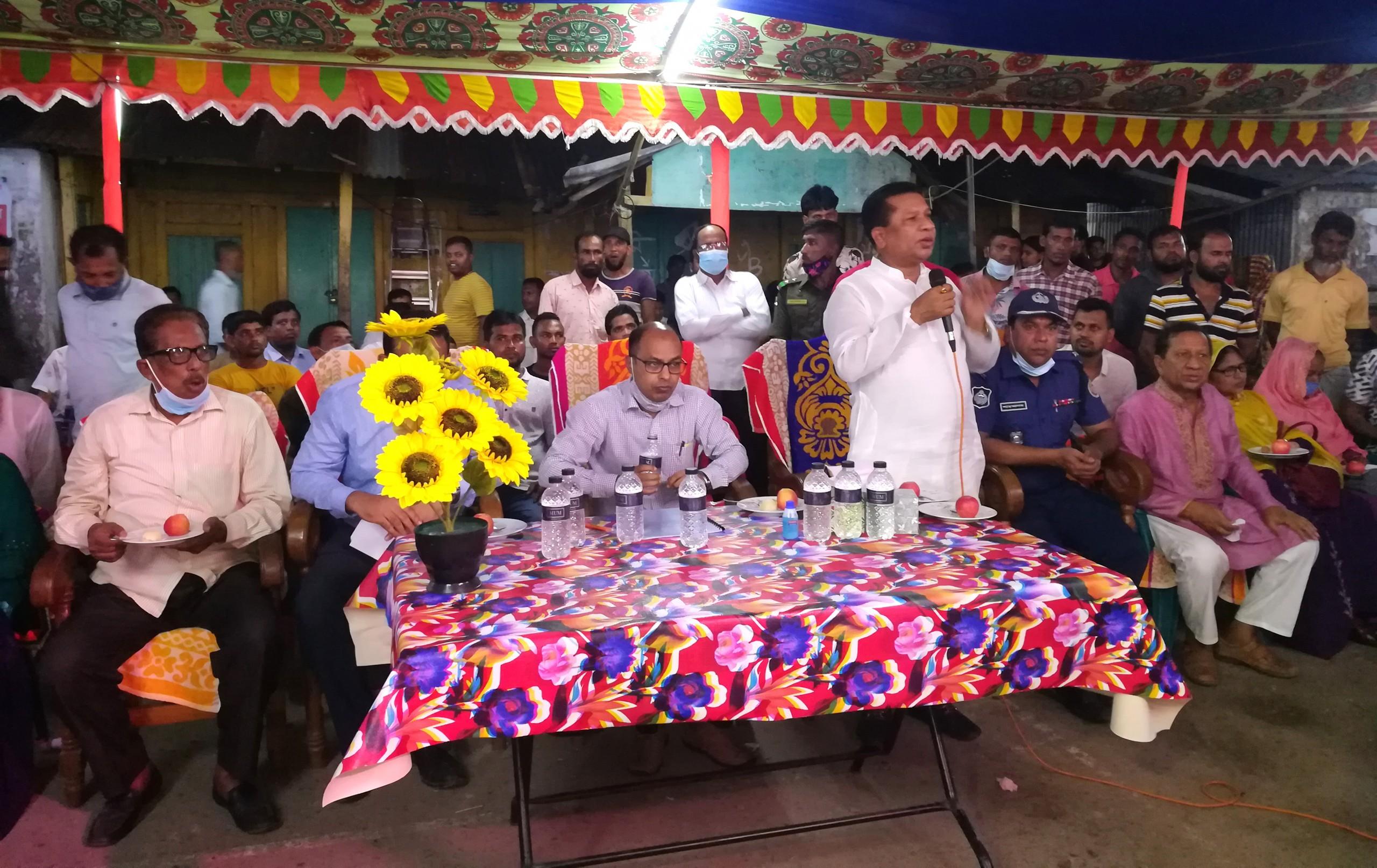 আমতলীতে জেলা প্রশাসকের পুজামন্ডপ পরিদর্শন