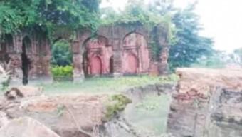 গলাচিপায় হারিয়ে যাচ্ছে ঐতিহ্যবাহী দয়াময়ী মন্দির